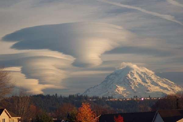 Shangrala's Lenticular Clouds Or UFO