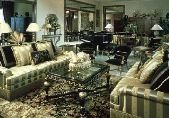 Shangrala's Expensive Hotel Rooms Bridge Suite, Atlantis Resort,